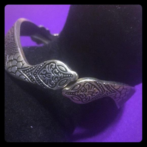 Jewelry - Vintage snake bracelet beautifully etched